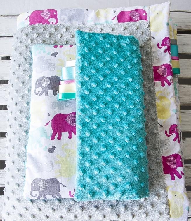 Ręcznie szyty komplet dla dziecka.Komplet uszyty jest z tkaniny bawełnianej i minky.Zestaw jest uszyty z dużą dokładnością. Serdecznie polecam.