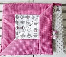 Posiadam do sprzedania nowy ręcznie szyty zestaw dla dziecka.Komplet uszyty jest z tkanin bawełnianych i minky.Wymiary kołderka 87x100cm poduszka 30x40cm.Komplet uszyty jest z d...