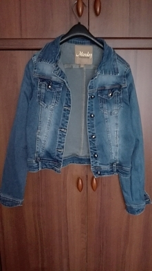 Kurteczka jeansowa, rozm.38,zapinana na zatrzaski- sprzedam, cena 40 zł +6,30 koszt przesyłki.