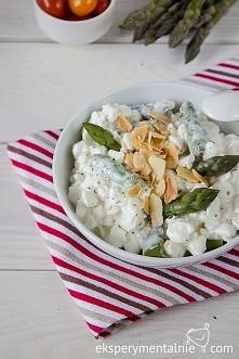 Serek wiejski ze szparagami i migdałami na śniadanie / cottage cheesee with asparagus