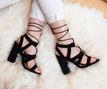 Czarne sandały z wiązaniami. Cena 109,90 zł. Dostępne w sklepie Pantofelek24.pl {{klik w obrazek}}