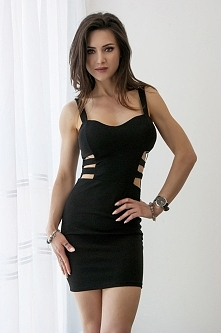 Dopasowana sukienka z wycięciami po bokach- czarna