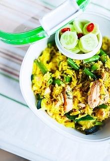 Sałatka z ryżu i łososia do pudełka, czyli pyszny lunch box