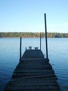 stołki i jezioro