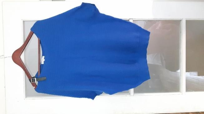 sprzedam sweterek oversize na ramieniu regulowany pasek ze skórki cena 55 zl nowy ZAPRASZAM na tablice ogłoszeń
