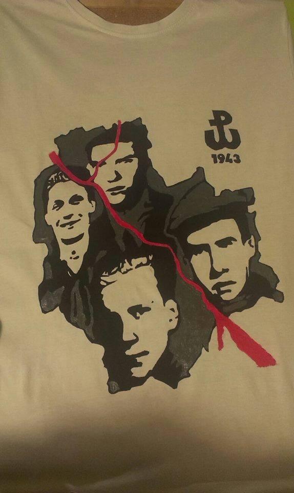 """patriotyczna koszulka własnoręcznie robiona z kamieni na szaniec Koszulki można zamawiać na facebooku """"Koszulki z własnym wzorem na zamówienie"""""""