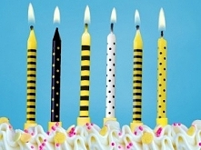 Kolorowe świeczki w motyw pszczeli upiększa każdy tort!