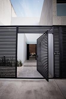Metalowe ogrodzenie domu - jeżeli już to w takiej nowoczesnej formie! Zobacz i zainspiruj się! Zapraszam do wpisu i inspiracji na nowoczesne metalowe ogrodzenie domu - już na bl...