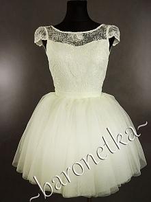 Co myślicie o białych sukienkach? Oczywiście nie na wesela, ale 18, studniówka czy inne imprezy okolicznościowe. Podobają Wam się?