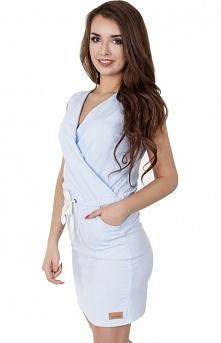 Madnezz MAD114 sukienka błękitna Modna sukienka, dopasowany krój, kopertowy dekolt, kieszenie