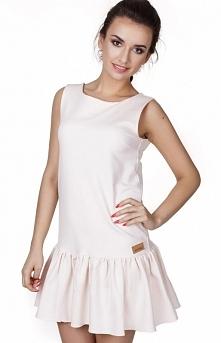 Madnezz MAD123 sukienka łososiowa Urokliwa sukienka, krój a'la litera A, kobieca falbana na dole, dekolt na plecach w kształcie litery V