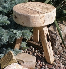 stołek drewniany okrągły