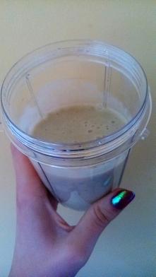 2 śniadanie! Tym razem banan, pół awokado, łyżeczka miodu, szklanka mleka sojowego i łyżka cytryny :)