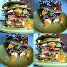 na fit sniadanie wjechały placki owsiane z rabarbarem i owocami :) owoce świetnie komponują się z kwaskowatym smakiem rabarbaru  zapraszam na INSTAGRAM: broad_smile