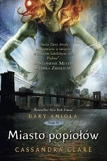 Piętnastoletnia Clary Fray poszukując swojej zaginionej matki, trafia do tajemnego świata, położonego głęboko pod ulicami Nowego Jorku, zwanego Podziemnym Światem., pełnego taje...
