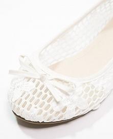 Ślubne baleriny awaryjne!  Zalando, 84 pln  Więcej na blogu Madame Allure :)
