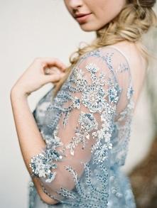 Inspiracje tygodnia: wielki błękit! Więcej na blogu Madame Allure :)  fot. Charla Storey Photography