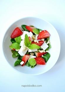 Truskawkowe love: feta, truskawki i mięta. Przepis po kliknięciu w zdjęcie.
