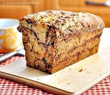 Proste cynamonowe ciasto z rodzynkami  Składniki: -520g mąki -170g cukru -2 łyżeczki sody -½ łyżeczki soli -2 jajka -1 szklanka śmietany 12% lub 18% -1 szklanka naturalnego jogu...