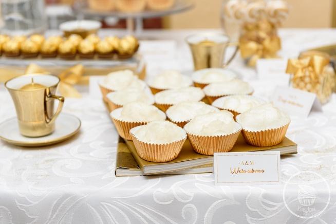 Słodki stół skąpany w złocie