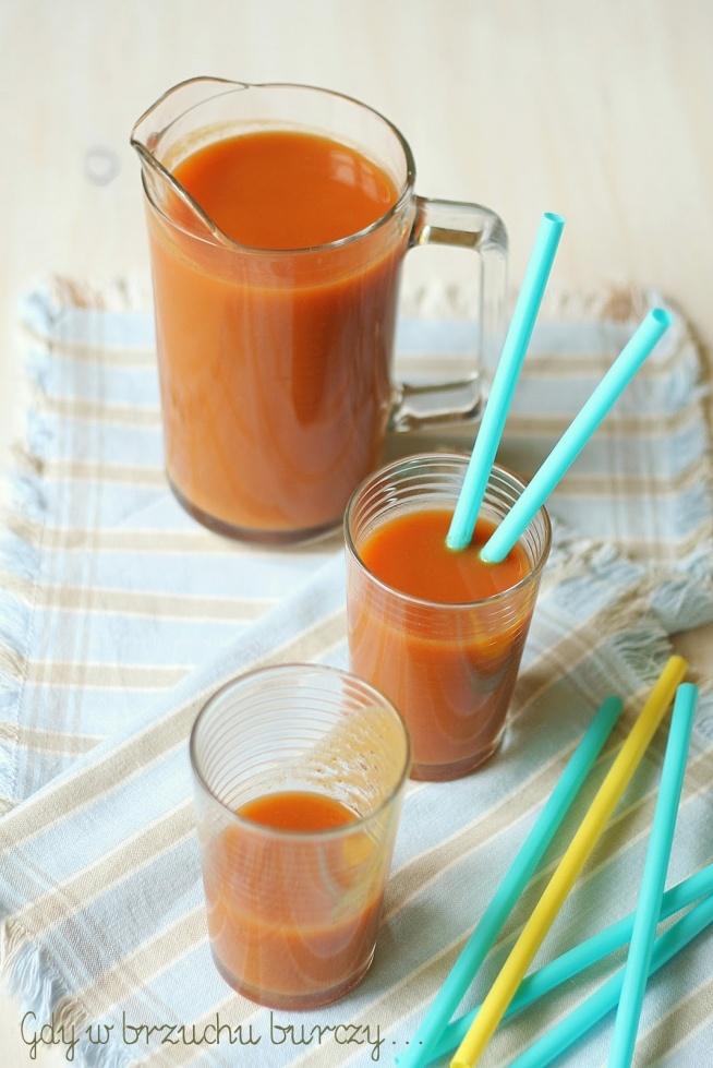 """Domowy sok marchwiowo-owocowy """"Kubuś"""""""