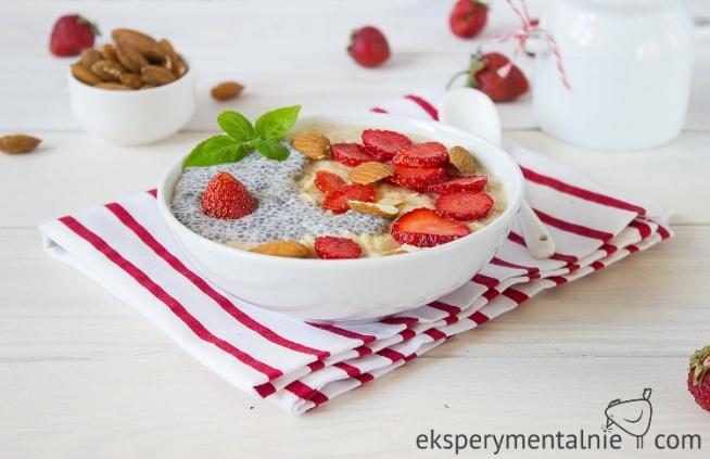 Najlepsze śniadanie na diecie i nie tylko! Owsianka z truskawkami i nasionami chia - pyszna, sycąca i zdrowa :)