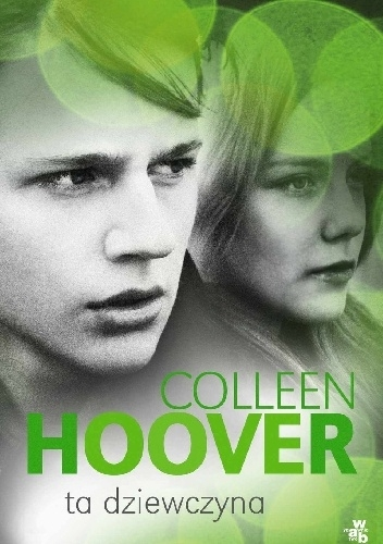 """9/52 Ta dziewczyna Colleen Hoover bestsellerową serią Pułapka uczuć podbiła serca milionów czytelników. Ta dziewczyna to trzeci i ostatni tom serii. Layken i Will biorą w końcu ślub. Ich znajomość pełna była wzlotów i upadków, miłość pomogła im jednak przetrwać wszystkie trudne chwile. Teraz, po ślubie, mają kilka dni dla siebie i mogą cieszyć się wymarzonym """"weekendem miodowym"""". To dla nich okazja, by powspominać przeszłość. Will woli nie wracać do bolesnych chwil, ale Layken chce wiedzieć wszystko. A przede wszystkim interesuje ją, jak ich historia wyglądała właśnie z jego perspektywy. Will dzieli się z nią więc najskrytszymi myślami i opowiada o swoich uczuciach, nie ukrywając absolutnie niczego…"""