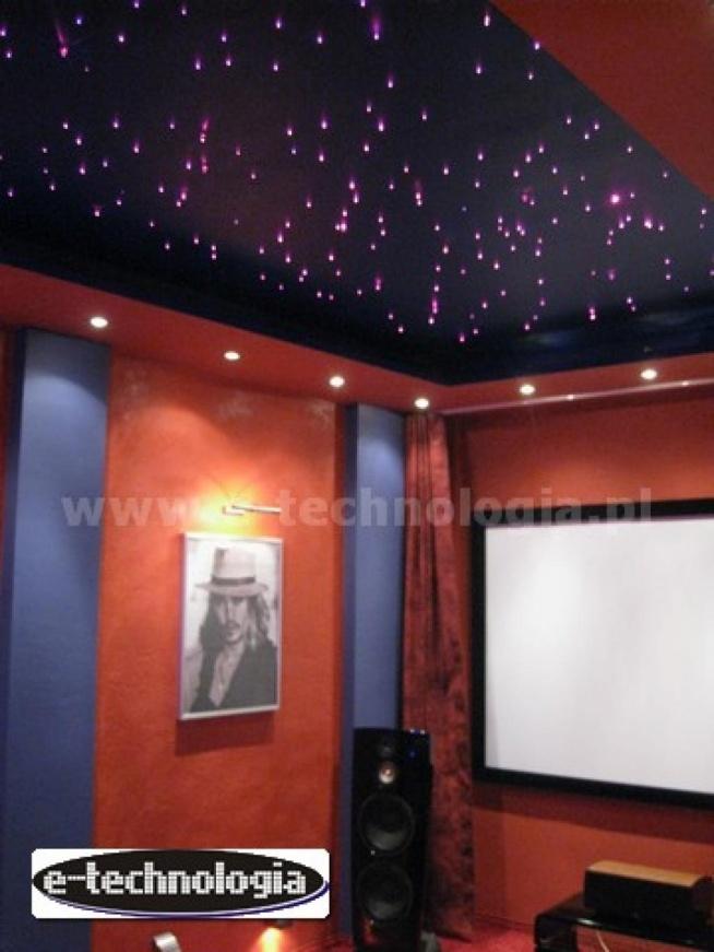 oświetlenie kina domowego, podświetlenie kina domowego, projekt kina domowego, dekoracja kina domowego, oświetlenie do kina domowego, gwieździste niebo kino domowe, wystrój kina domowego, oświetlenie kinowe  e-technologia.pl