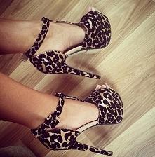 sprzedam buty w rozmiarze 37 nowe, nigdy nie noszone  cena 70 + wysyłka  pyta...