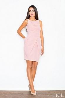 Różowa sukienka o kroju bombki