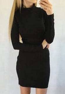 Sprzedam sukienke, nowa z metką, nie używana, rozmiar xs. Ja dałam za nią 80 zł, cena do uzgodnienia :)