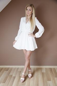 sprzedam sukienkę ze zdjecia w kolorze czarnym (białą juz sprzedałam)  cena 5...