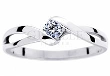 Urzekający pierścionek zaręczynowy w klasycznym stylu - białe złoto próby 585, wieczny brylant 0,10 ct - GRAWER W PREZENCIE