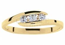Niezwykły złoty pierścionek zaręczynowy z trzema brylantami o łącznej masie 0...