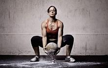 Co warto wiedzieć o treningu crossfit. Dlaczego ten rodzaj ćwiczeń najszybciej poprawia sprawność ciała i pozwala skutecznie ujędrnić i wyrzeźbić sylwetkę.  *** LepszyTrener.pl ...