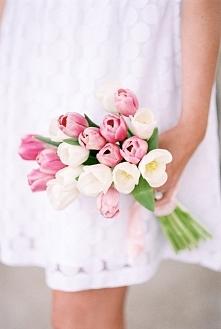Tulipany w bukiecie ślubnym - hot or not?  fot. Lisa Dolan Photography  Więcej na blogu Madame Allure! :)
