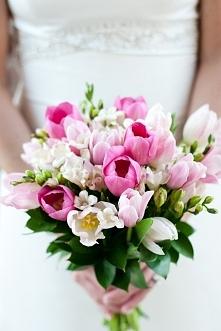 Tulipany w bukiecie ślubnym - hot or not?  fot. Bella Gala  Więcej na blogu Madame Allure! :)