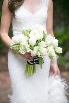 Tulipany w bukiecie ślubnym - hot or not?  fot. Eric Boneske  Więcej na blogu Madame Allure! :)