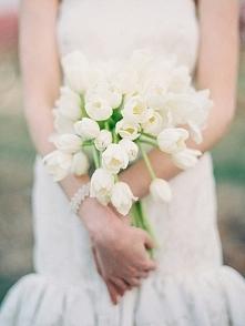 Tulipany w bukiecie ślubnym - hot or not?  fot. Landon Jacob Productions  Więcej na blogu Madame Allure! :)