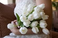 Tulipany w bukiecie ślubnym - hot or not?  fot. Stella Alesi  Więcej na blogu Madame Allure! :)