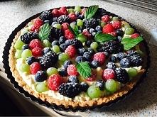tarta ze śmietana,biała czekolada i owocami
