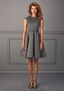 Wełniana sukienka na co dzień krótki rękaw