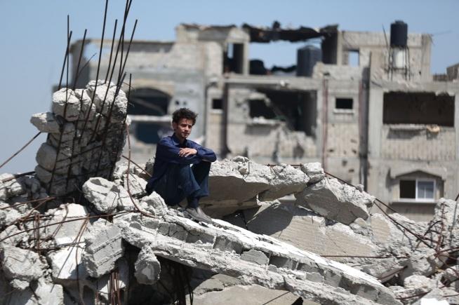 """Idol z ulicy – Duma Palestyny (recenzja) To bardzo ważny obraz w palestyńskiej kinematografii oraz ważny głos w sprawie wolności i praw człowieka, ale bez przynajmniej elementarnej znajomości sytuacji na Bliskim Wschodzie jest tylko filmem podobnym do """"Slumdoga. Milionera z ulicy""""."""