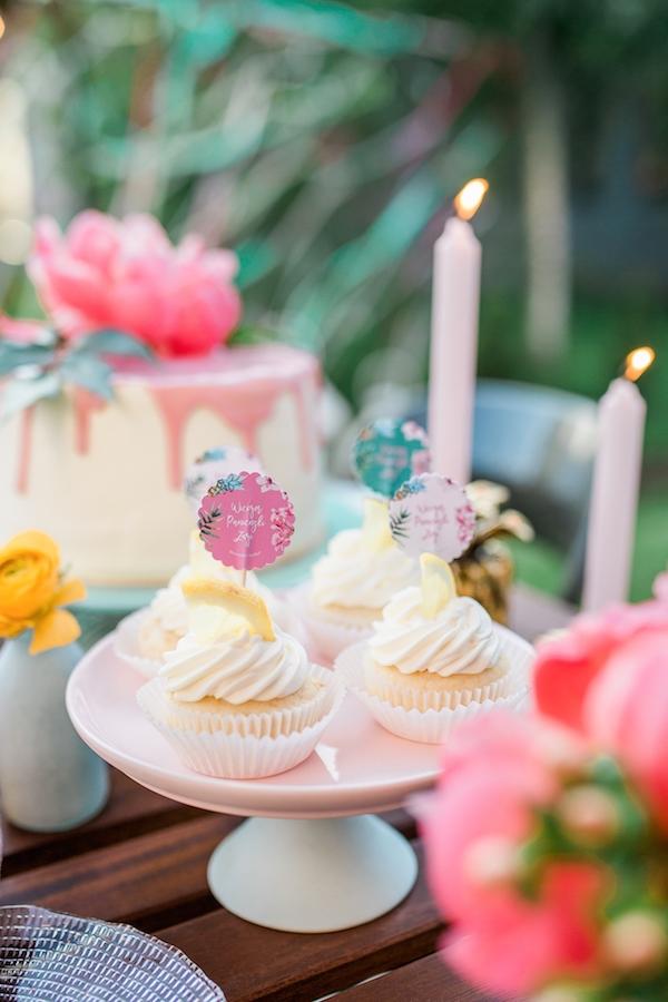 Wieczór panieński w stylu tropikalnym  Foto: Marta SPuto; słodkości: Posiłki; dekoracje: Ma Fleur