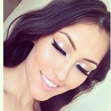 Makijaż rozświetlający krok po kroku >>