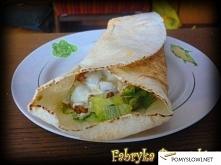 Domowy kebab z kurczaka Składniki na 6-7 sztuk mniejszych niż standardowy kebab: Mięso: 80 dag podudzi z kurczaka 2 łyżki oleju 2 łyżki przyprawy kebab-gyros Prymat  Surówka nr ...
