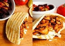 Gyros z bułce. [Udomowiony Fast Food] ► bułka do potraw w stylu kebab/gyros [kliknij po przepis] ► pierś z kurczaka [150 g] ► przyprawa gyros [1 płaska łyżka] ► oliwa z oliwek [...