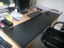 jak w prosty sposób odświeżyć zniszczony blat biurka