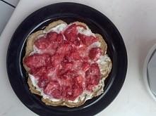 Dziś na śniadanie owsiane gofry z serkiem waniliowym i truskawkami :)