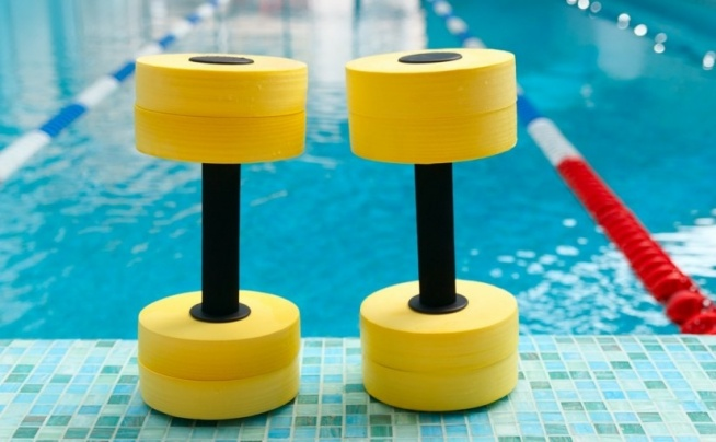 Dlaczego warto ćwiczyć w basenie ? AQUA FITNESS ❤️  Bez względu na to, czy zdecydujemy się na udział w zajęciach grupowych, czy ćwiczyć będziemy na własną rękę, aqua fitness zbawiennie wpłynie na nasze ciało i umysł – wyszczupli i wymodeluje sylwetkę, pomoże w walce ze skórką pomarańczową oraz nadmiarem tkanki tłuszczowej, a my raz na zawsze pozbędziemy się wszystkich nadprogramowych kilogramów.  Więcej o zaletach aqua fitness znajdziesz na blogu FitPlanner (Klik w obrazek!).  FitPlanner - wyszukiwarka zajęć sportowych, klubów i instruktorów w Twojej okolicy.